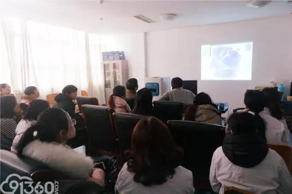 李小秋教授来江都人医传授淋巴瘤病理诊断知识